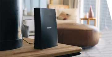 What are range extenders and features of Netgear EAX20?